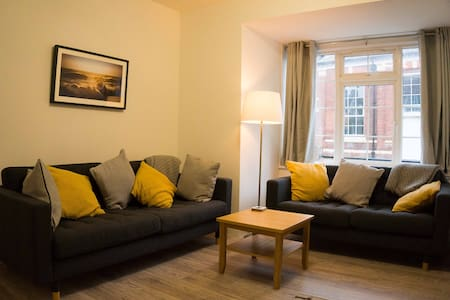 Exmouth Cottage -great location by beach and town