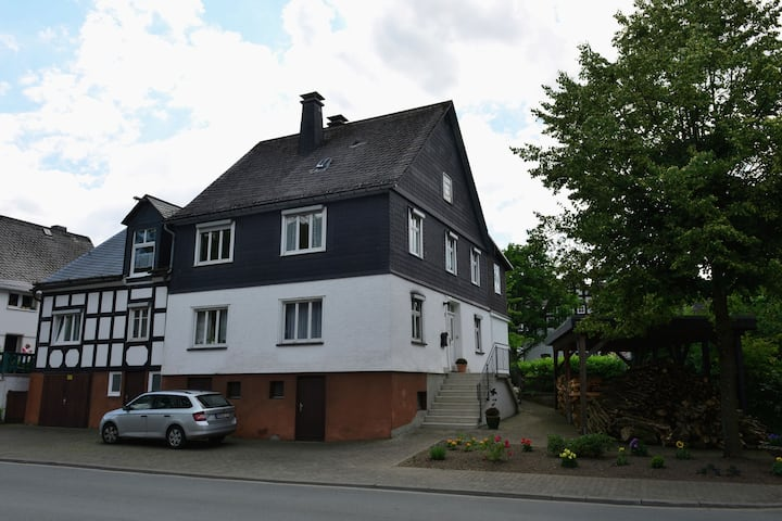 Bright apartment in the Sauerland with conservatory, large terrace and awning