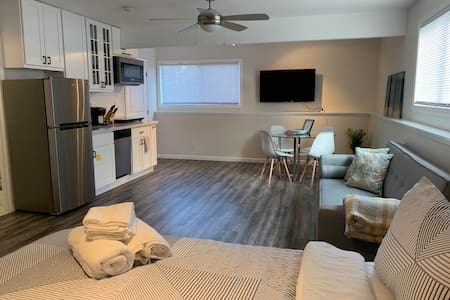 Newly-built Modern large Studio. Mins from SF, SFO