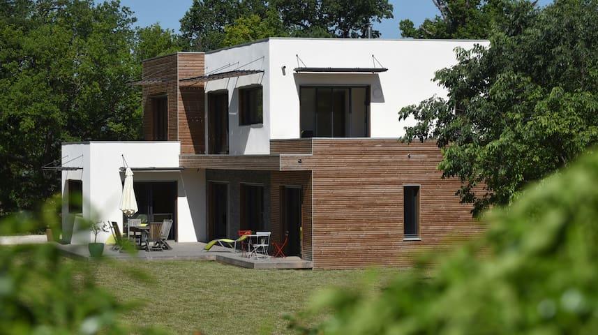 Maison moderne avec piscine à 10mn d'Aix en Pce