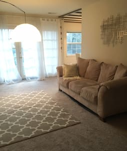 Spacious & Modern Apt 20 minutes from DC in Tysons - Tysons
