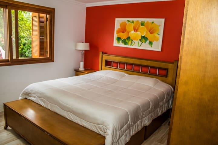 Aluga-se quarto inteiro em Casa no bairro harmonia - Canoas - Casa