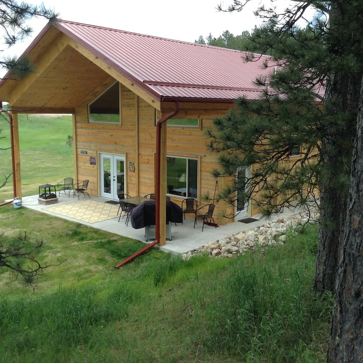 Beautiful Log Home/Mickelson Trail-BOOK NOW-2021
