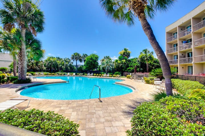 Beautiful newly remodeled condo with sound views and shared pool