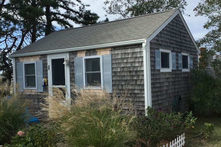 Quiet Cape Cod Cottage - North Truro