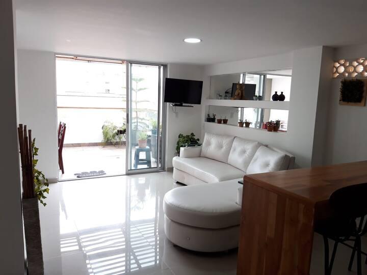 Hermosa y cómoda habitación privada espera por ti!