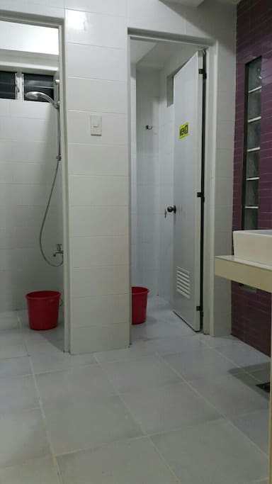 2 shower room 2 toilet bowl on 1st and 2nd floor