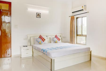 OYO - Premium 1BR Stay in Bandra East-Discounted!