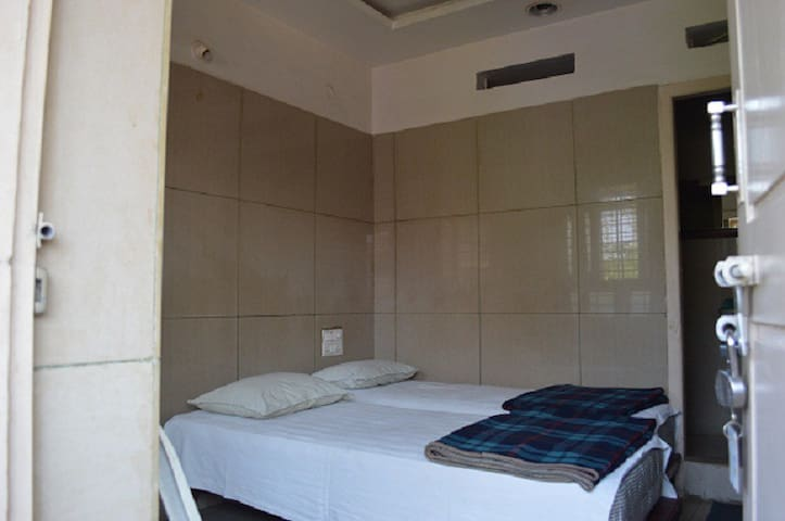 Mourya Deluxe A/C Lodge
