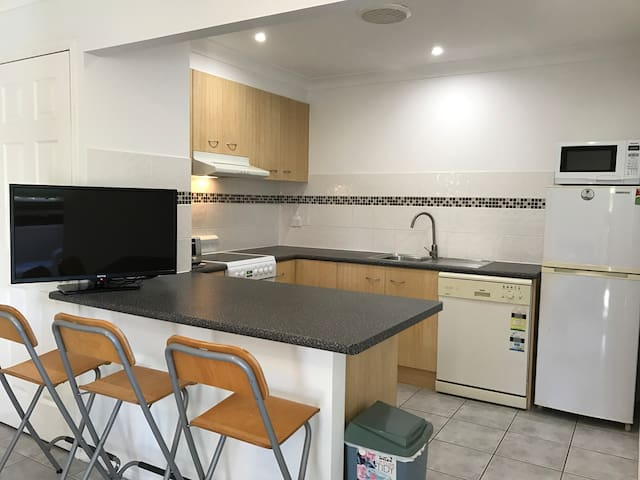 Family/Pet friendly Holiday Apartment Mudgeeraba - Mudgeeraba - Apartment