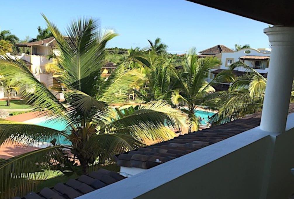 vista piscina da terrazzo