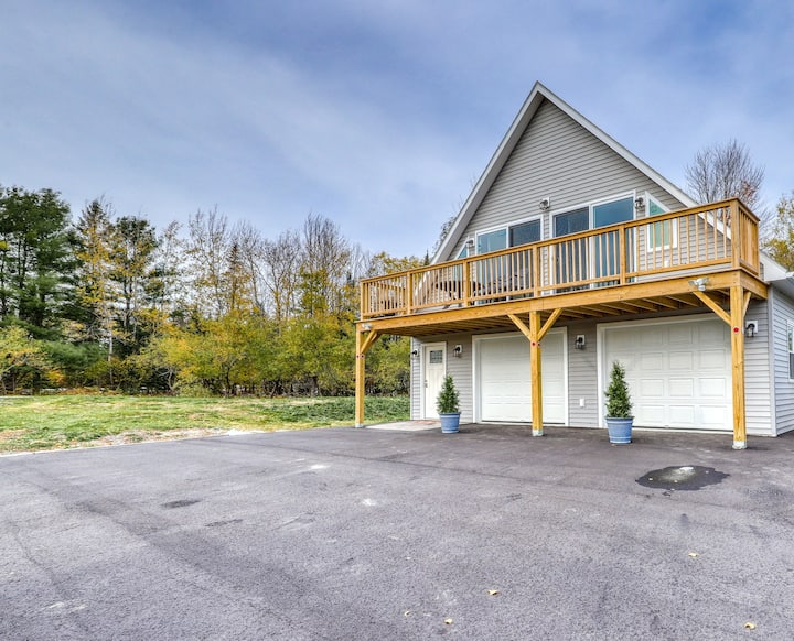 New listing! Orchard condo with deck, WiFi, full kitchen, and mountain views!