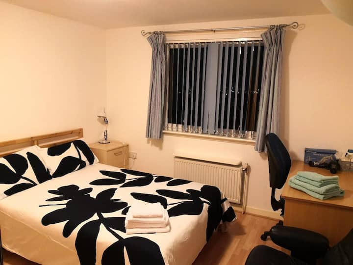 Large bright cosy double bedroom
