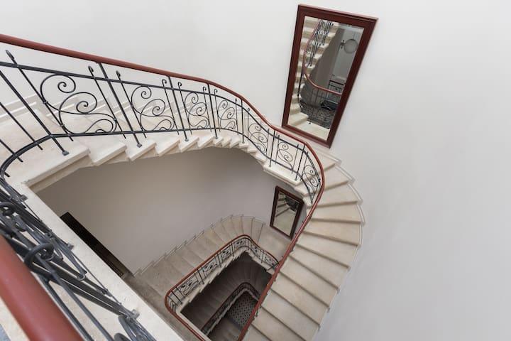 JEWISH DISTRICT De Luxe 1-bedroom Apart NEW SQUARE