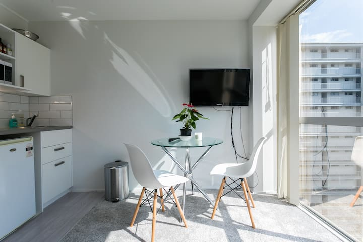Delightful CBD 1 brm Apartment | Perfect Location!