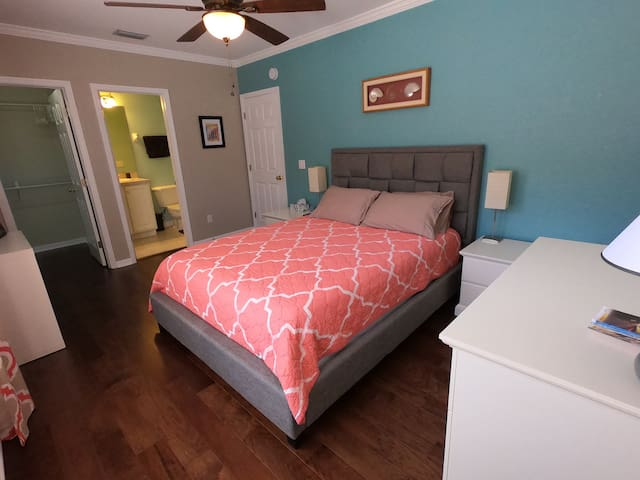 Private room in immaculately kept townhome w/ pool