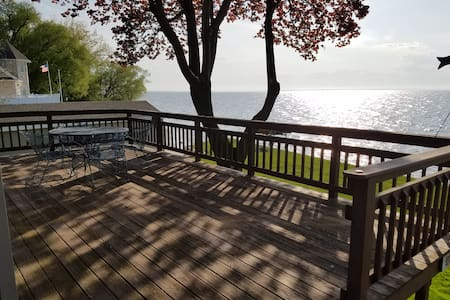 Green Bay waterfront cottage with a view