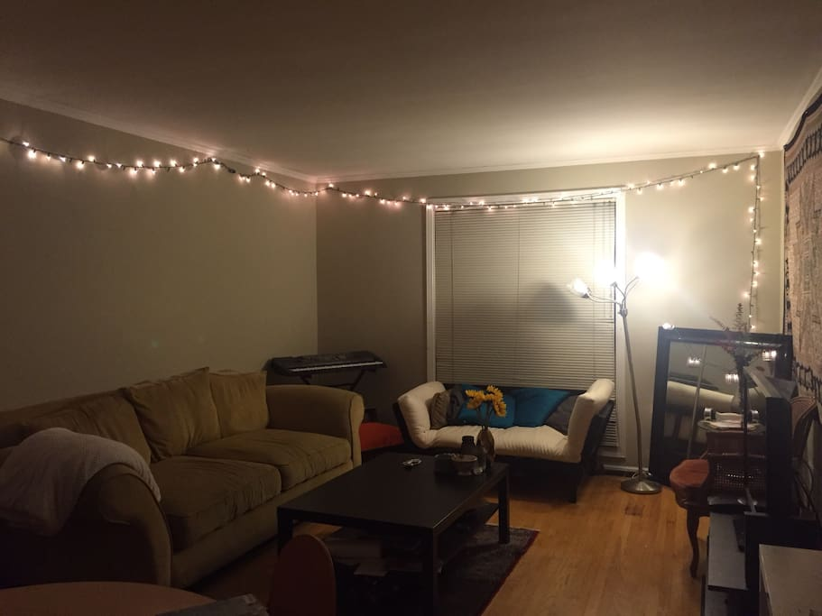 Spacious living room, with cable TV and comfy couches for your enjoyment !