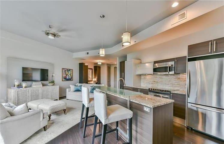 1 bedroom Luxury Apartment near Uptown