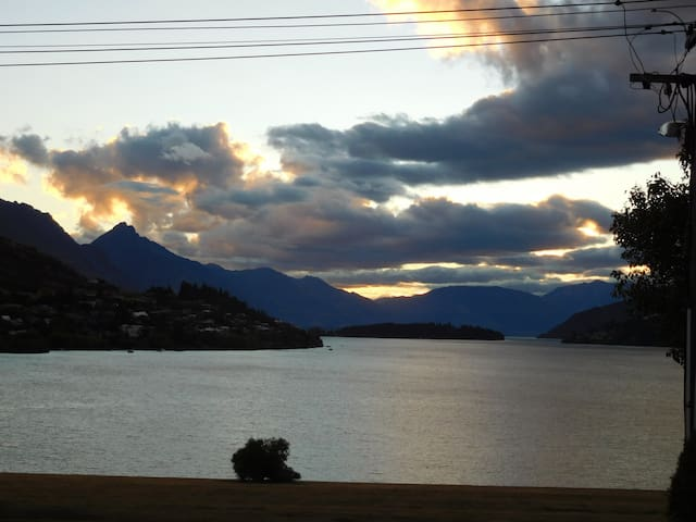 Private Apartment Fantastic Lake/Mountain Views - Frankton, Queenstown - Appartement
