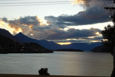 Private Apartment Fantastic Lake/Mountain Views - Frankton, Queenstown