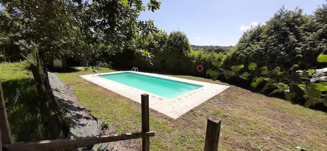 Granja con piscina