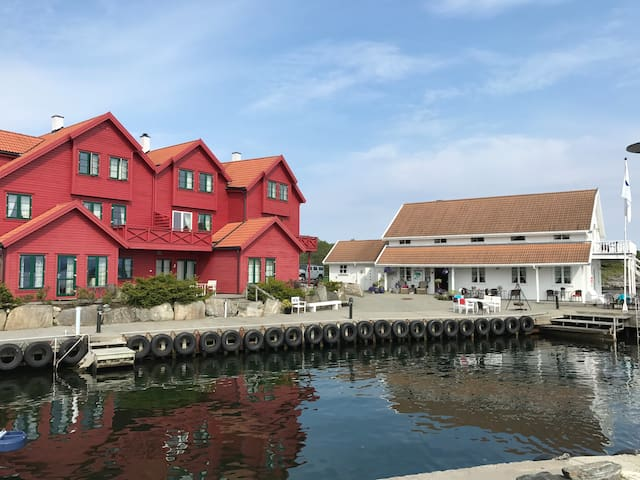 SjøbergFerie, Leiligheter og Hotellrom