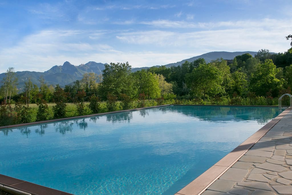Large 12x5 m pool with stunning view