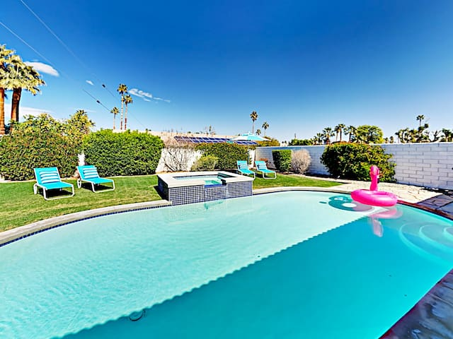 Palm Desert Contemporary Gem Pool, Spa & Firepit