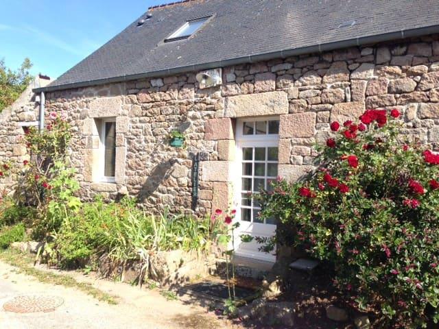 L'atelier de Catherine, une maison près de la mer.