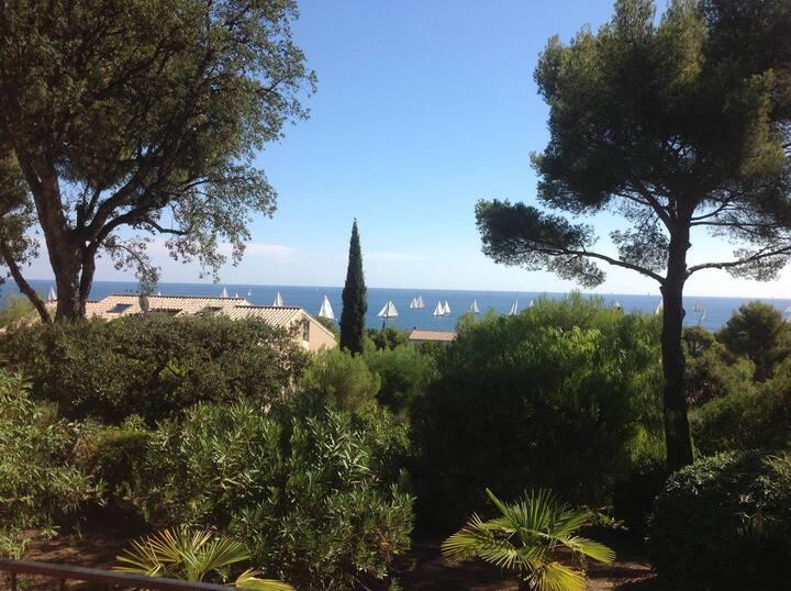 Villa au calme avec belle vue mer