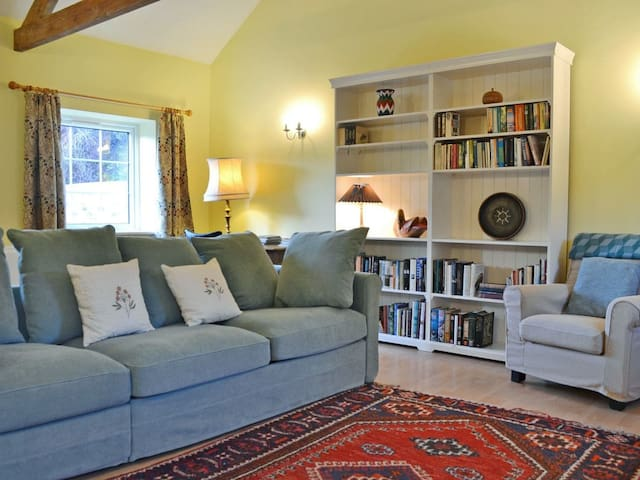 Swan Cottage (UK13022)