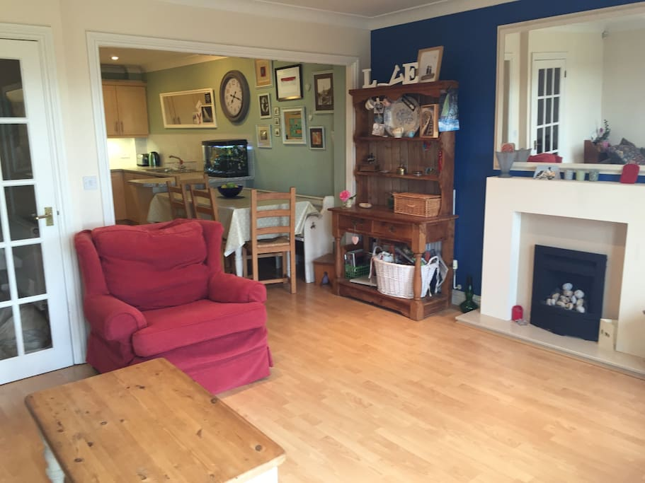 Lounge looking into dining area. Dining table can seat 6 adults.