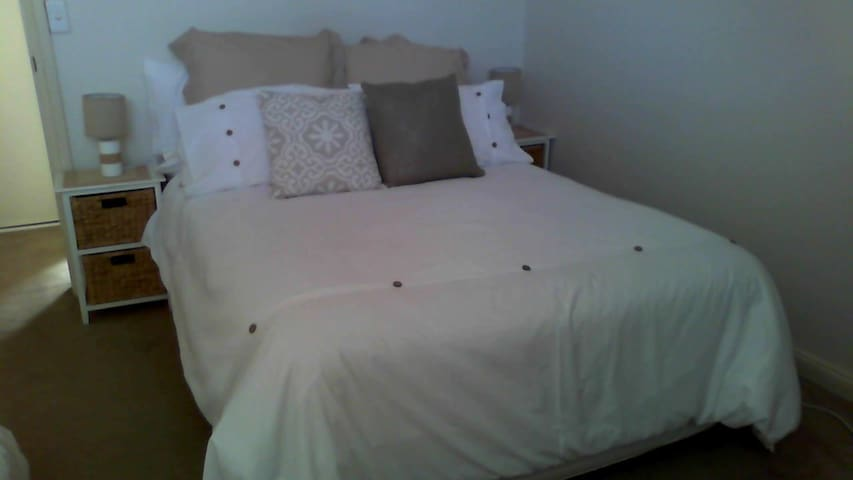 IMMACULATE ROOM CLOSE TO STATION ! - Beverly Hills - Dom
