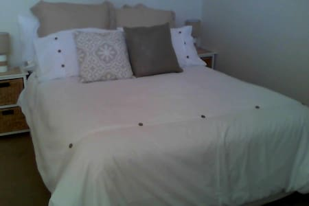 IMMACULATE ROOM CLOSE TO STATION ! - Beverly Hills - Rumah
