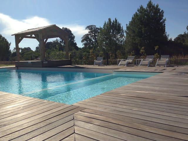 Appartement T2 climatisé en rez de jardin piscine - Lecci - 公寓