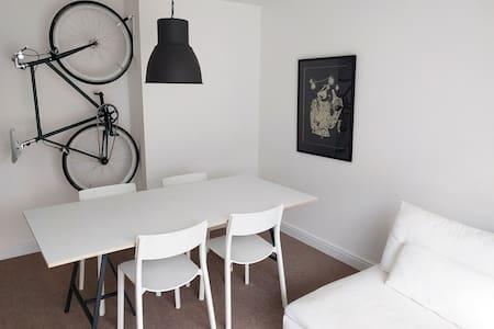 Trendy Minimal Flat in South London - London - Apartment