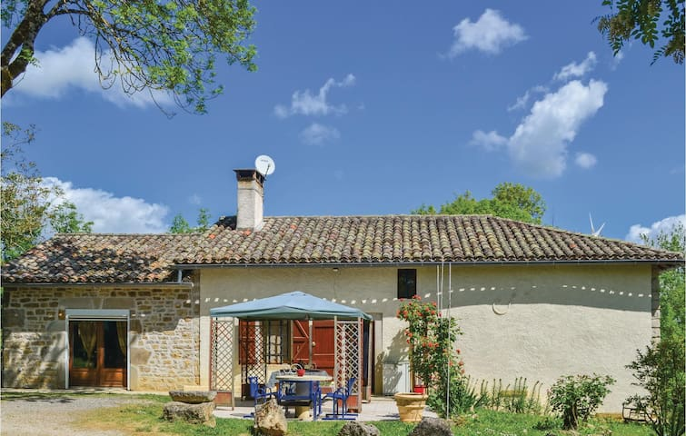 Holiday cottage with 2 bedrooms on 105m² in Verfeil sur Seye