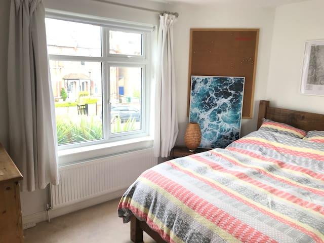 Double Bedroom in Modern South London Apartment