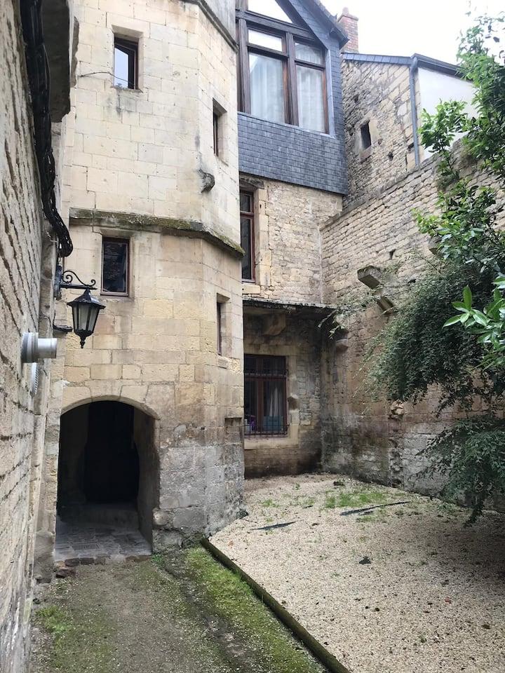 Charmant studio en plein centre historique de Caen