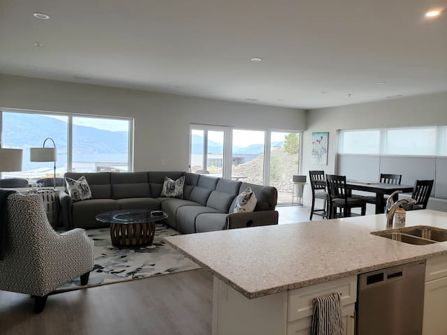 Elegance, Comfort, and Views in Skaha Hills Condo