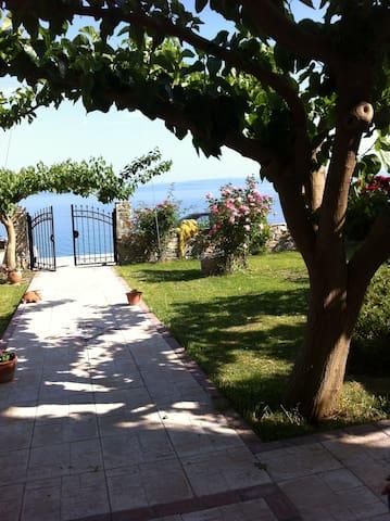 Παραθαλλάσια μαιζονέτα με κήπο - Ilia - House
