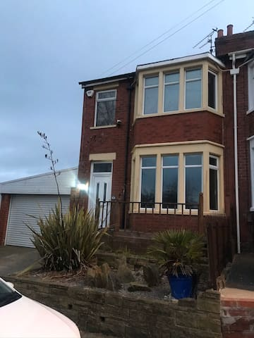 💛🏡 Stunning 2 bed house near Victoria Hospital 🏡💛