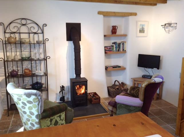 The Barn is a cute cottage in the heart of St Just