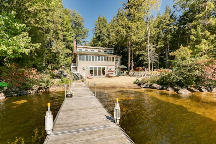 Peaceful waterfront Cottage on Lake Winnipesaukee with private beach