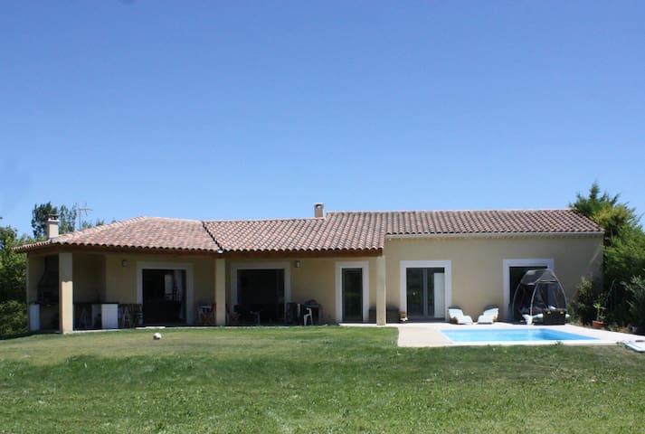 Villa 140m² de plain-pied avec terrasse, piscine - Velleron - Hus