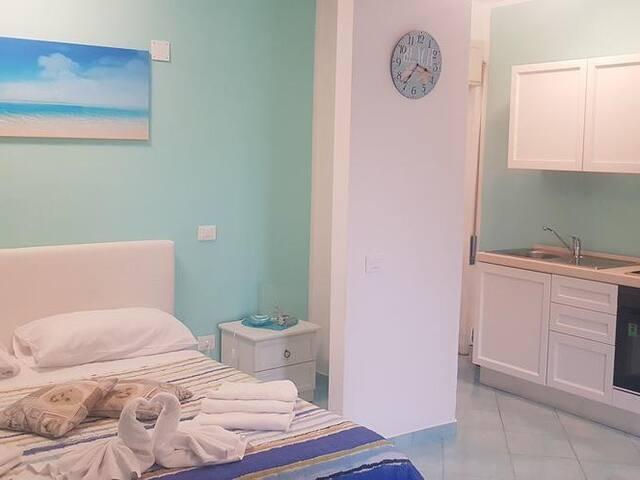 Appartamento-Bagno in camera con doccia-Vista mare