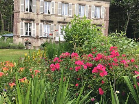 Chateau de Beaulieu Historic Tours/Mystery dinner