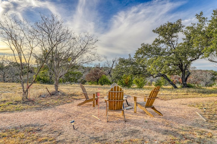 Newly constructed cabin w/ deck, private hot tub, firepit & Hill Country views