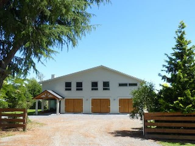 Big Barn Accommodation - Upper Moutere - Daire